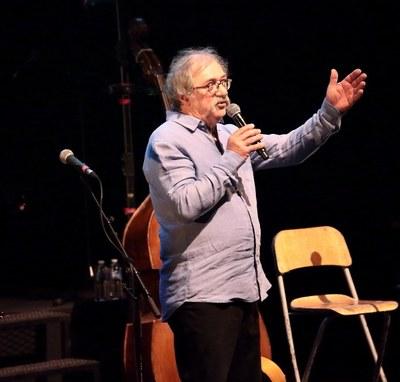 Jean-Claude Botton a introduit le spectacle par un conte poétique et émouvant