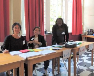 0- Tout sourire, Laliya, Alexandra et Delphine accueillent les participants
