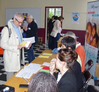 12 - Yves Beauchamp, président des AEM, passe au point d'accueil