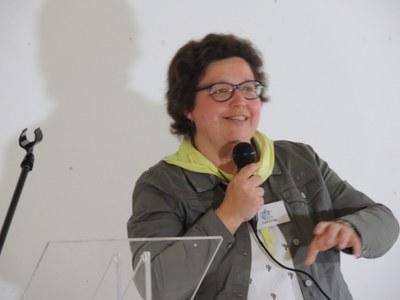 24 - Christine Waucheul, animatrice du groupe Artisanat