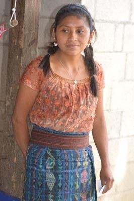 Amilsa, sa grande soeur, est devenue institutrice pour apprendre aux autres membres de la communauté